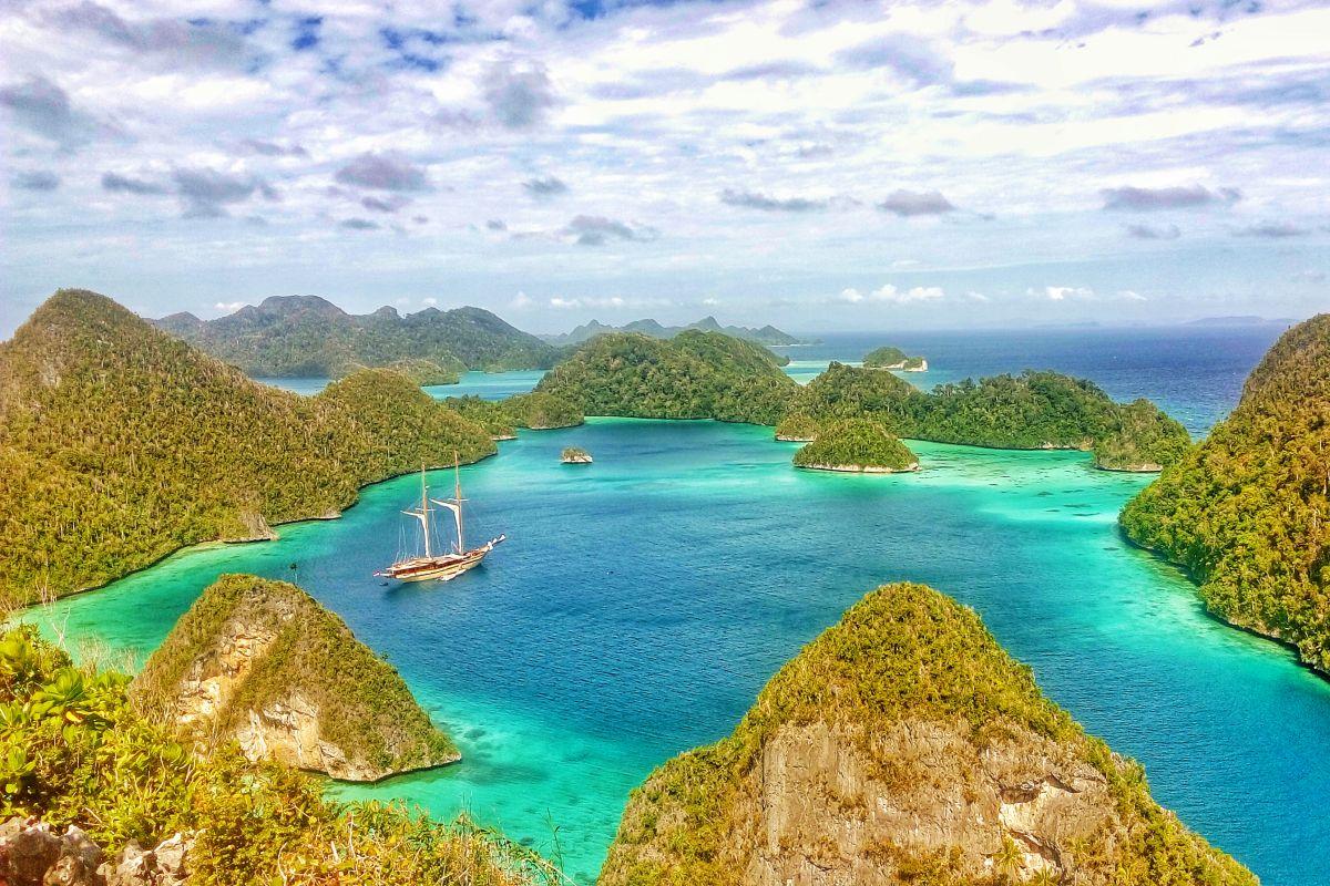 LAMIMA-Luxury-Yacht-Charter-Indonesia-09