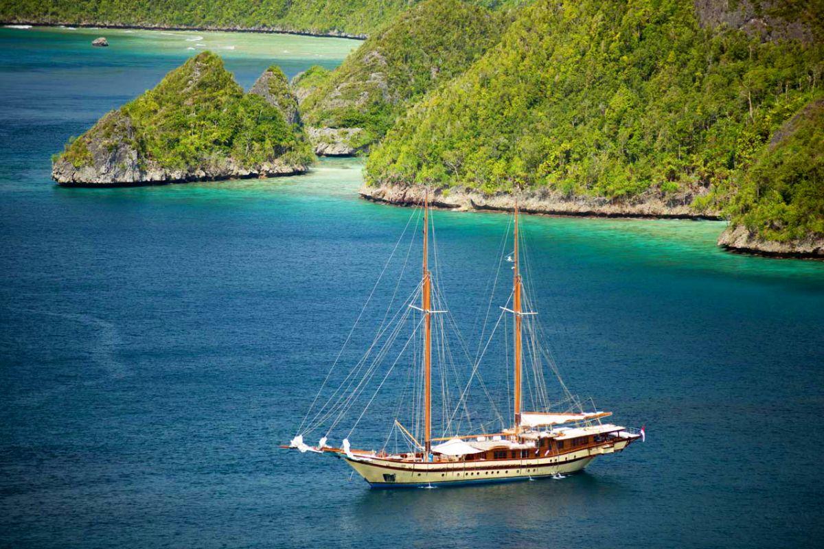 LAMIMA-Luxury-Yacht-Charter-Indonesia-10