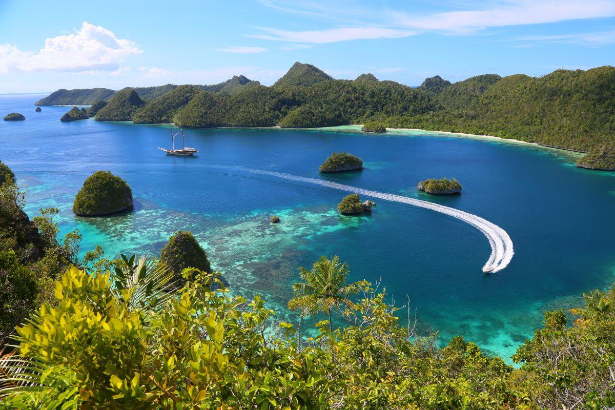 LAMIMA-Luxury-Yacht-Charter-Indonesia-13