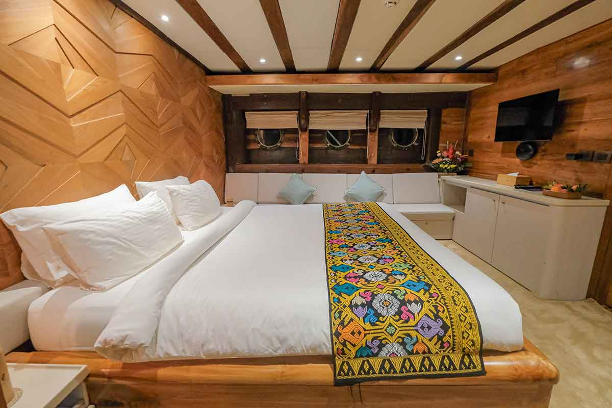 Guest Cabin 3 (Dolphin) - LAMIMA Luxury Sailing Yacht